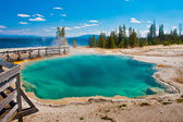Beautiful Blue Hot Spring Pool in Yellowstone National Park — Stock Photo