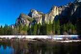 Bridalveil Waterfalls in Yosemite National Park,California — Stock Photo