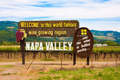 Napa valley znamení před zadáním svět slavné vinařské oblasti napa valley, kalifornie — Stock fotografie