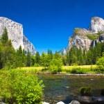 Yosemite Valley with El Capitan Rock and Bridal Veil Waterfalls — Stock Photo #26480613