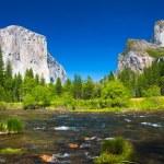 Yosemite Valley with El Capitan Rock and Bridal Veil Waterfalls — Stock Photo #26480617
