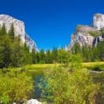 Yosemite Valley with El Capitan Rock and Bridal Veil Waterfalls — Stock Photo #26480661