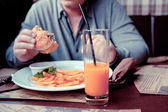 Man eats in a restaurant — Stock Photo