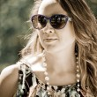 Beautiful young woman in sunglasses — Stok fotoğraf