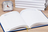 Note book and clock — Foto de Stock