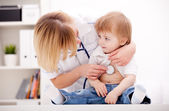 Doctor and child — Stock Photo
