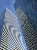 édifices bleu réfléchissant moderne — Photo