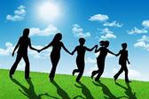 Šťastné ženy z kopce drží ruce — Stock fotografie