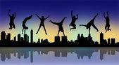 Freudig springen mit einer Nacht-Stadt-silhouette — Stockfoto