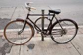 Gamla vintage cykel — Stockfoto