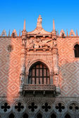 Venezia symbol: Palazzo Ducale (Doge's Palace) near San Marco Basilica, at sunset (Venice, Italy) — Stock Photo
