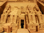 Abu Simbel Temple of King Ramses II, a masterpiece of pharaonic arts and buildings in Old Egypt — Foto de Stock