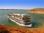 Luxury Nile Cruise at Lake Nasser, in Abu Simbel, Aswan (Egypt) — Stock Photo