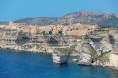 Beautiful old village of Bonifacio (Corsica island, France), suspended over amazing cliffs — Stock Photo