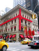 NEW YORK, USA - DECEMBER 3: Luxury shop in 5th Avenue, decorated — Stock Photo