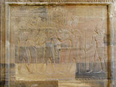 Temple of Kom Ombo, Egypt: relief of the Pharaoh with goddesses  — Stock Photo