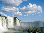 ブラジルから見た晴れた日にブラジルのイグアスの滝 — ストック写真