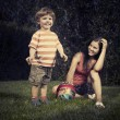 Boy playing with mother — Lizenzfreies Foto