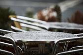 Stalen tabel en druppels water — Stockfoto