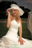 Lady in bridal gown posing on outdoor — Stock Photo