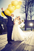 Wedding couple with balloons — Stock Photo
