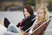 Two friends relaxing on river — Foto Stock