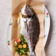 Baked fish with lemon and salad — Stock Photo