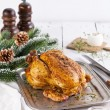 Whole roasted chicken on white wooden background - Стоковая фотография