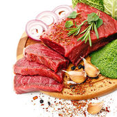 Raw fresh meat with vegetables — 图库照片