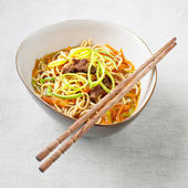 Asian noodles with pork and vegetables — Stock Photo