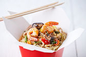 Egg noodles with shiitake mushrooms, shrimp and pork in sweet an — Stock Photo
