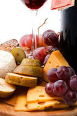 Red wine and assortment of cheese and fruits close-up — Stock Photo