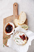 Baked Camembert cheese with thyme and toasted bread — Stock Photo