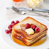 French toast with raspberries, maple syrup and butter — Stock Photo