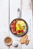 Breakfast with Fried eggs and bacon on pan — Stock Photo