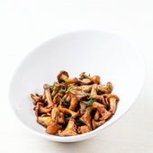 Fried wild mushrooms in white bowl — Stock Photo