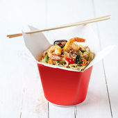 Noodles with shiitake mushrooms, shrimp and pork in sweet and so — Stock Photo