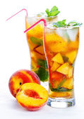 Glass of fruit iced peach Mojito cocktail with mint — Stock Photo