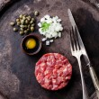 Beef tartar with capers and fresh onions — Stock Photo