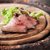 Roast beef with lettuce — Stock Photo