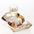 Snacks Dor Blue cheese, nuts, grapes and wine on tray — Stock Photo