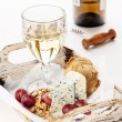 Snacks Dor Blue cheese, nuts, grapes and wine — Stock Photo
