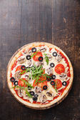 Pizza with mushrooms and ruccola — Stock Photo