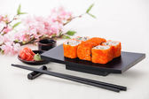 California Maki Sushi with soy sauce and ginger — Stock Photo