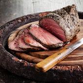 Roast beef on cutting board — Stock Photo