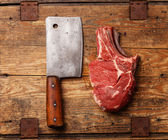 Raw fresh meat and cleaver — Stock Photo
