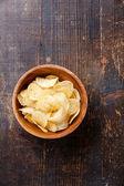 Knusprige kartoffel-chips — Stockfoto