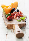 Prosciutto ham, melon and Olives — Stock Photo