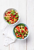 Lettuce salad with avocado and strawberry — Stock Photo