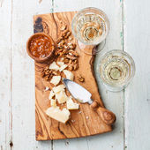 Parmesan cheese and walnuts — Stock Photo